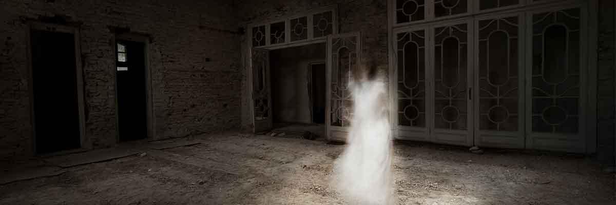 Ghosta inte när du vill ha jobbet (bild på jobbsökare som gömmer sig).