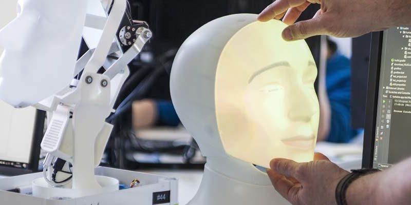Följ utvecklingen av världens första fördomsfria rekryteringsrobot