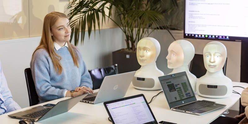 Intervjuroboten Tengai deltar i valideringsstudie ledd av docent Anders Sjöberg