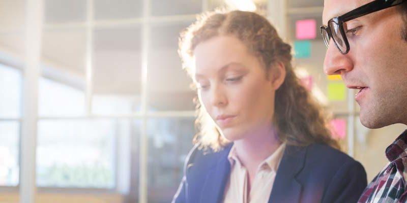Könsdiskriminering vid rekrytering: Kvinnor bortvalda vid rekrytering – män gynnar andra män