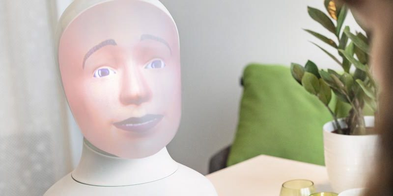 Allt fler satsar på fördomsfria robotintervjuer med Tengai via TNG