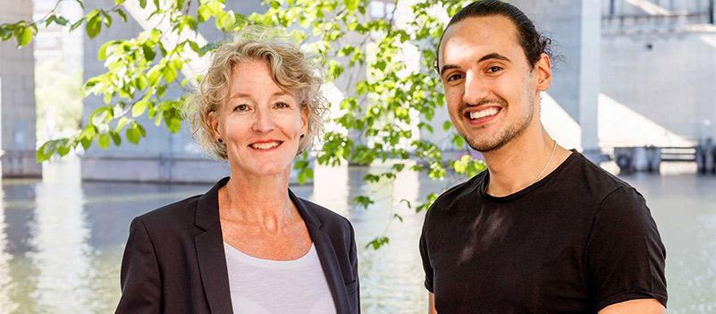 Bild på två personer som är konsulter som TNG. Du kan hitta jobb som underkonsult via TNG!