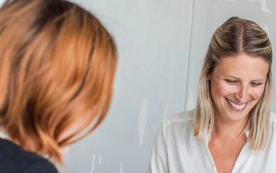 rekryteringsprojekt två kvinnor kontorsmiljö